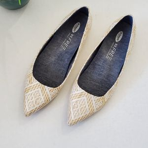 Dr. Scholl's White and Gold Woven Flats